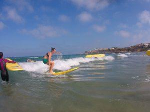 Surf en Playa de San Juan. Foto cedida por Aloha Sport