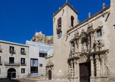 MACA, Basílica de Santa María y Castillo de Santa Bárbara