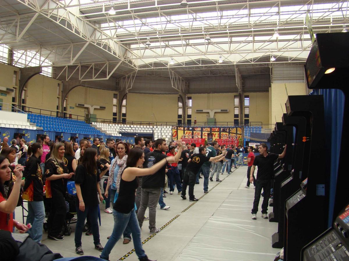 3.000 aficionados a los dardos ponen el ojo en Alicante