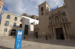 MACA y Basílica de Santa Maria. Maca museum and Sant Mary basilica facade.