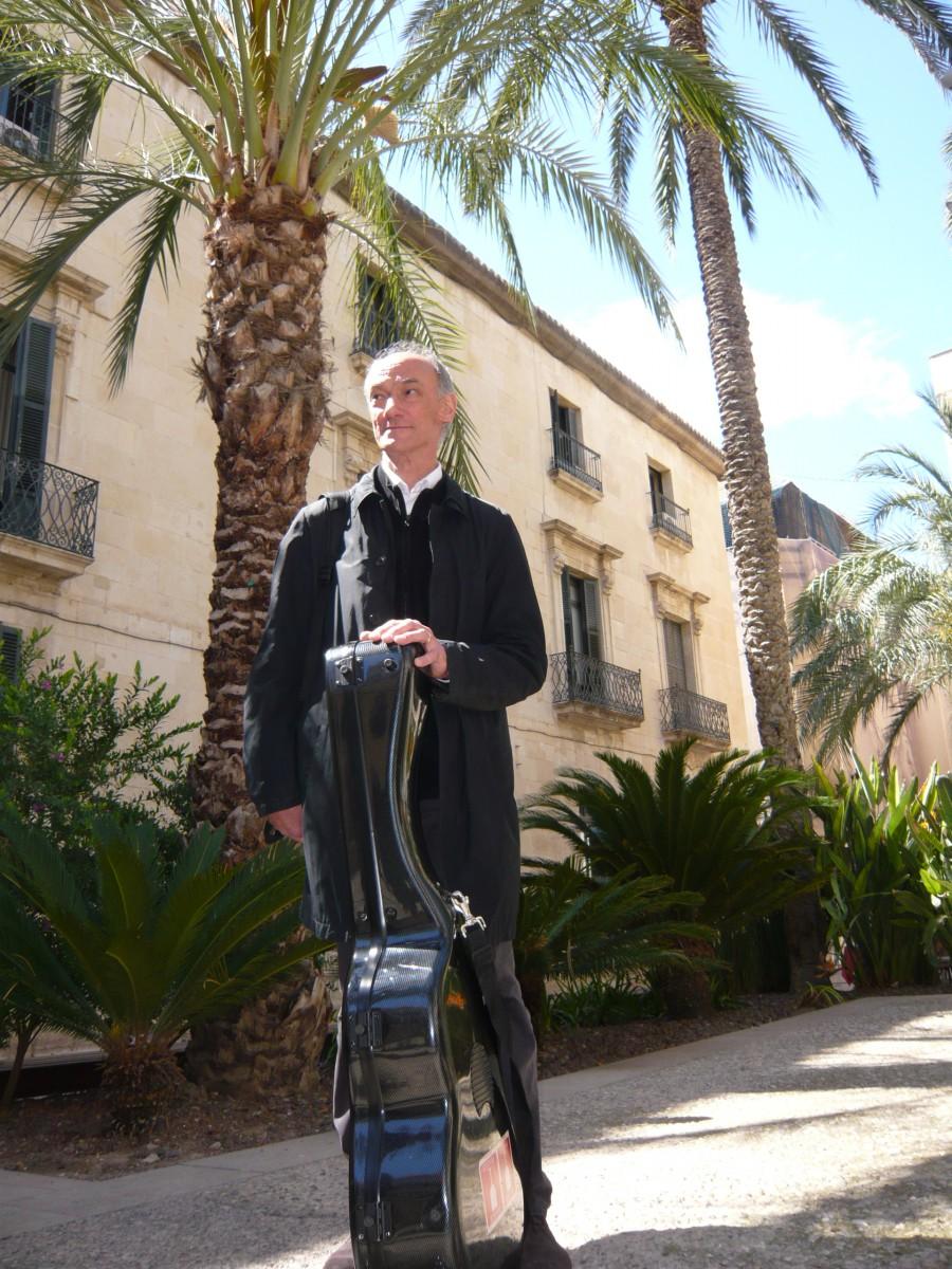 La guitarra de Roberto Aussel en Alicante