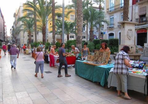 Mercado Artesano en Plaza Santa Faz