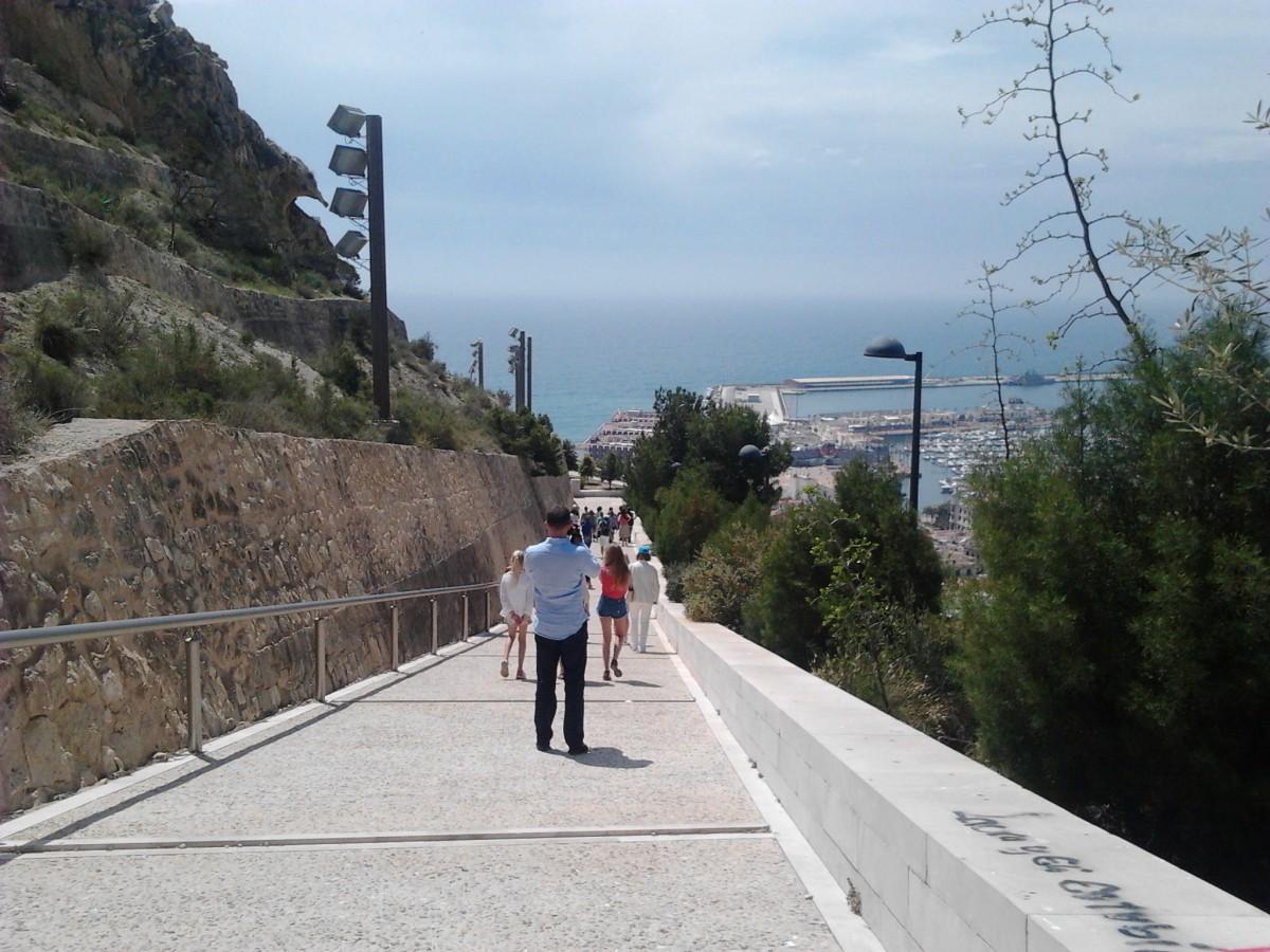 Una veintena de periodistas rusos descubre Alicante