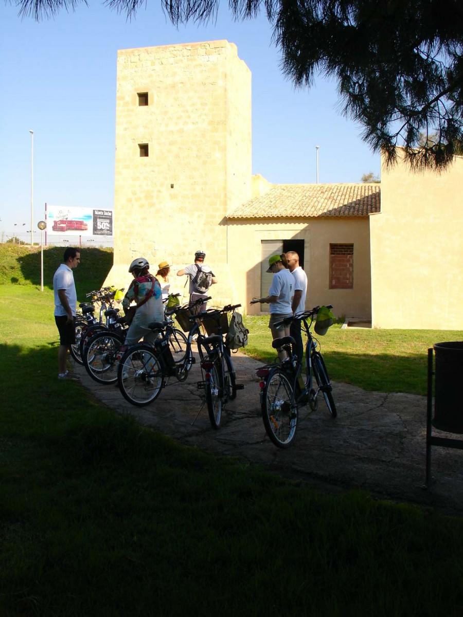 Un paseo por los tesoros de la huerta de Alicante, las Torres de la Huerta, más que una defensa contra los piratas