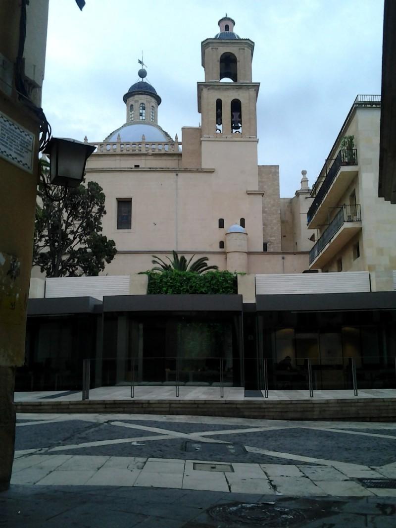 Claustro y Catedral de San Nicolás