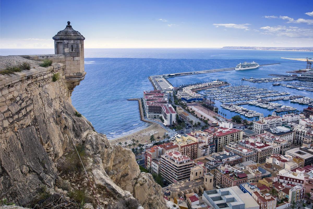 Vista de la ciudad de Alicante desde el Castillo