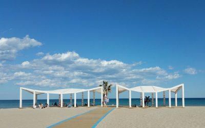 El Patronato Municipal de Turismo acondiciona y prepara todas las playas de Alicante para recibir a los miles de turistas esta Semana Santa