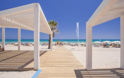 El Patronato Municipal de Turismo y Playas estudia la posibilidad de utilizar redes para proteger las playas y drones en la zona de baño para detectar la llegada de carabelas portuguesas