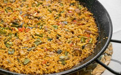 Recipe of rice with pork lean meat and vegetables (Arroz con magro y verdura)