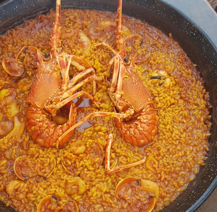 "Recipe of Creamy rice with ""small lobster"". Arroz meloso con langosta"