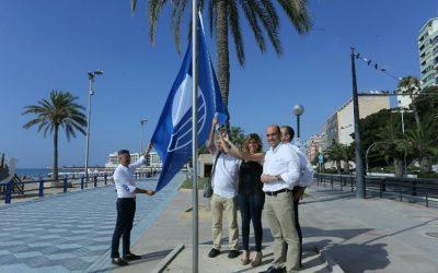 Alicante ondea sus banderas azules en los más de seis kilómetros de playas en el Postiguet, San Juan, Albufereta y Saladar- Urbanova.