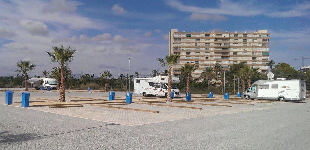 Alicante abre al público su primera área de pernocta en tránsito para autocaravanas